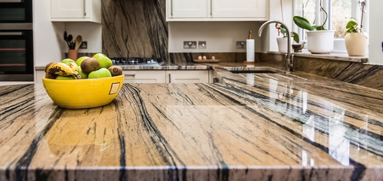 Обзор популярных материалов для кухонных столешниц: что лучше выбрать?