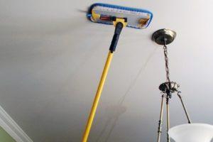 Как ухаживать и мыть натяжной потолок, чтобы сохранить его эстетичный внешний вид и эксплуатационные характеристики