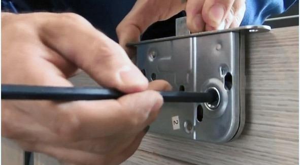 Как установить межкомнатные двери своими руками - пошаговая инструкция