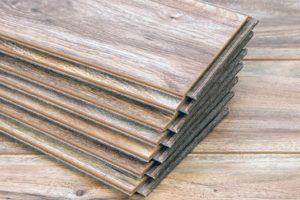 Ламинат – многогранное напольное покрытие для квартиры, как выбрать?